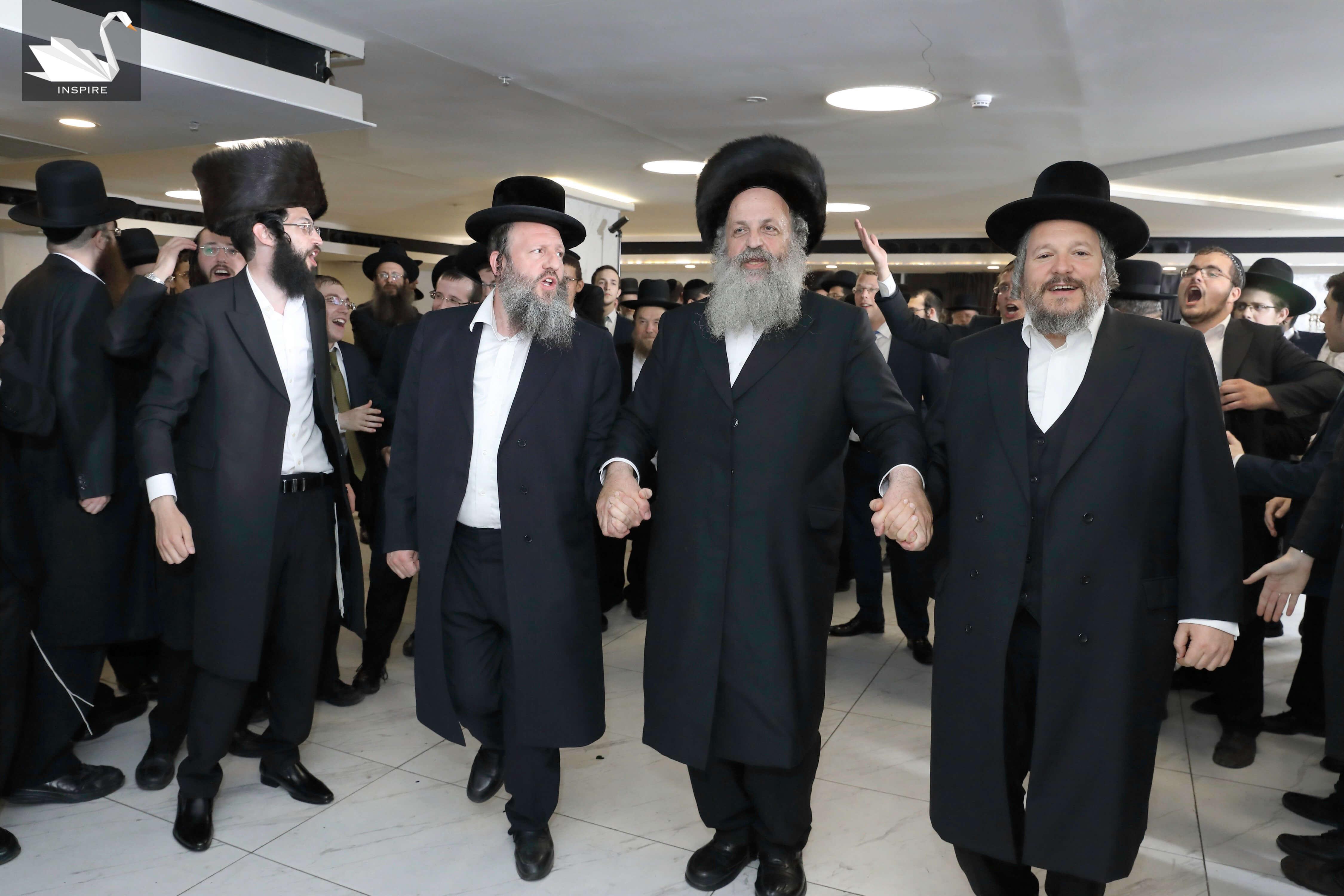 """המונים השתתפו בחתונת בנו של ראב""""ד ביתר עילית הרב צבי ברוורמן • גלריה"""