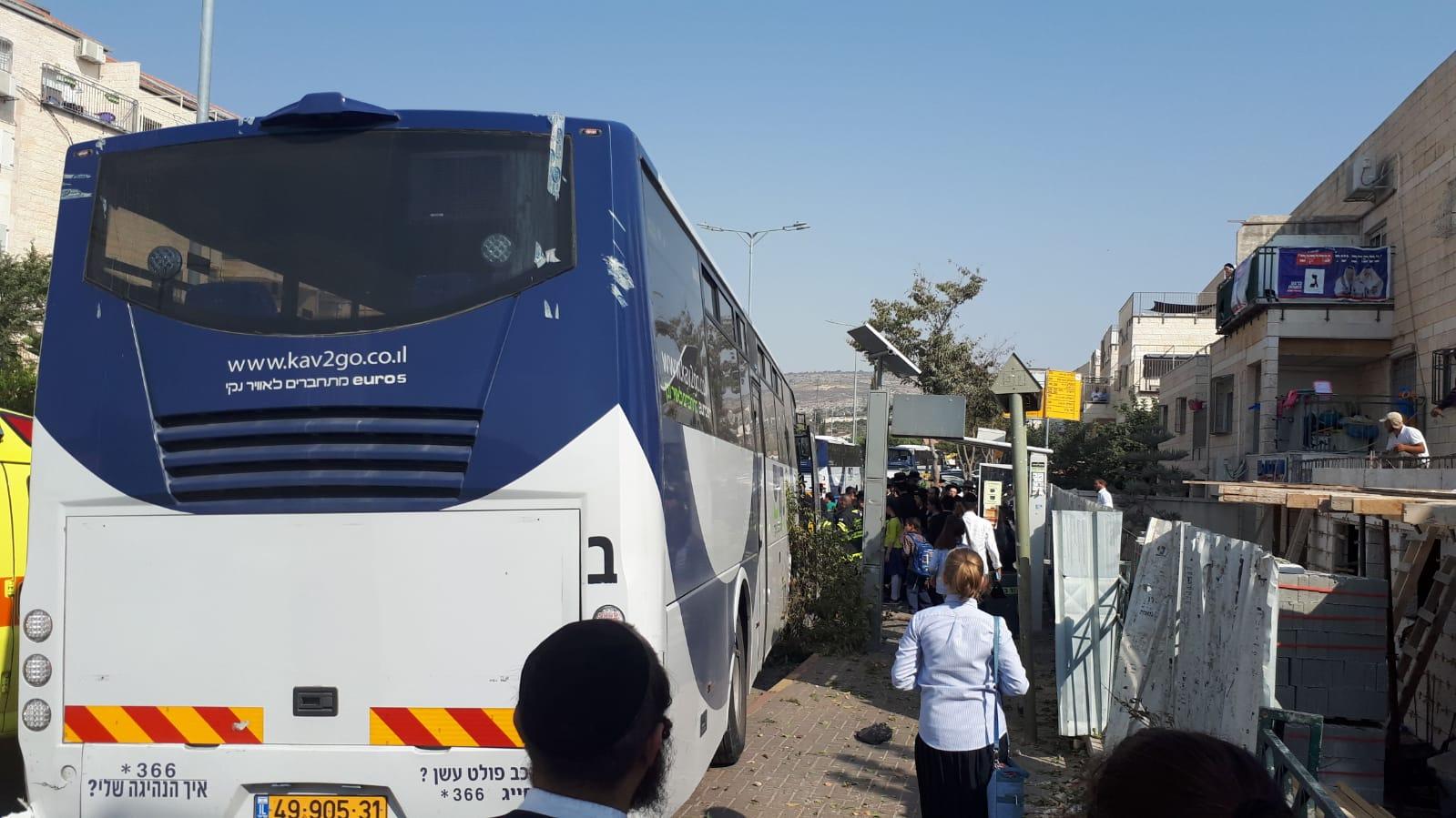 עשרה פצועים בהתנגשות אוטובוס בתחנה ברחוב מעזריטש בעיר