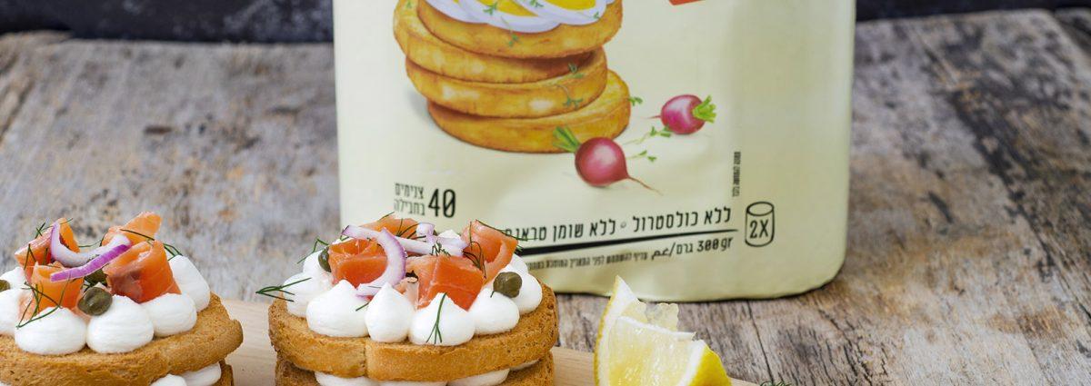 חברת כרמית חולקת מתכון צנימים עם גבינת שמנת וסלמון מעושן | צילום גלי איתן
