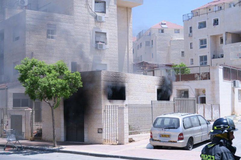 חדר החשמל עלה בלהבות ברחוב דרכי איש - צילום ארי קופרשטוק (13)