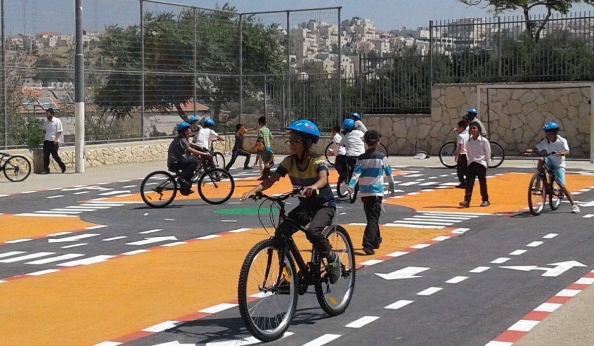ילדים-2-מגרש-אופניים-ביתר-עלית-ללא-קרדיט-צילום