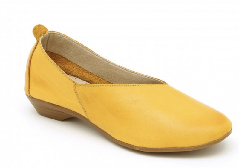 Seventy Nine - נעלי עור בצבע חרדל | צילום עמירם בן ישי