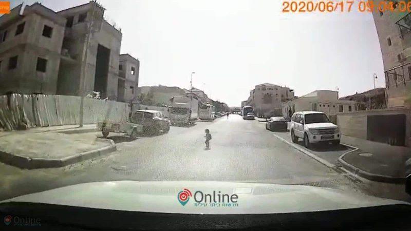 הפעוט בכביש מתוך הסרטון