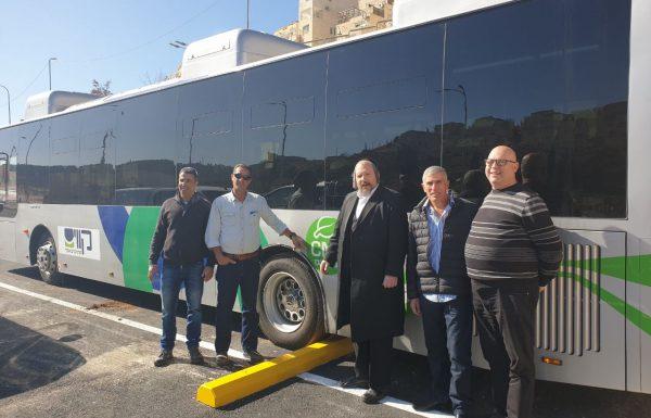 לראשונה בישראל: אוטובוסים מונעים בגז טבעי החלו לפעול בביתר עילית
